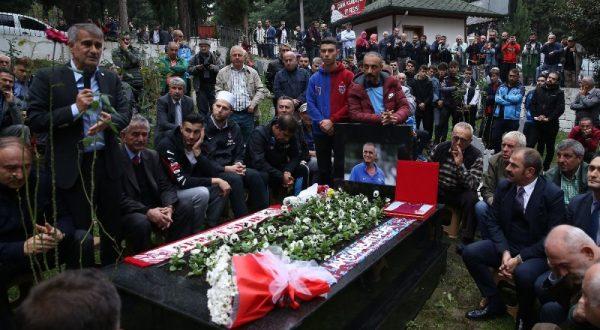 TRABZONSPOR'UN EFSANE FUTBOLCUSU KADİR ÖZCAN ANILDI